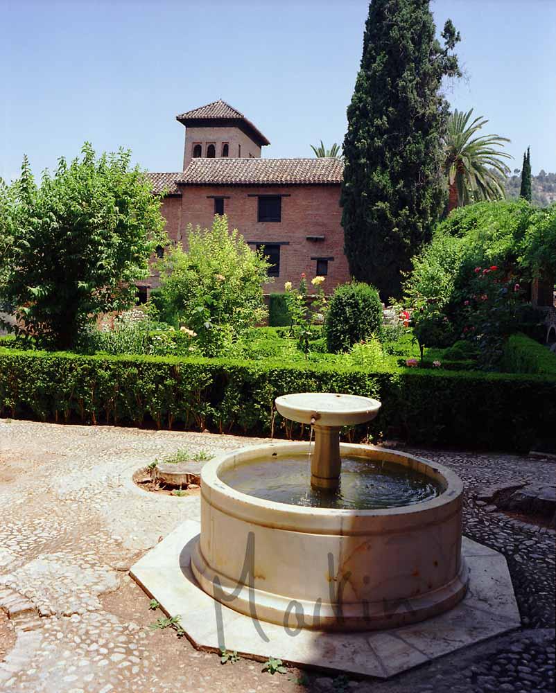 Fuente Y Casas Arabes